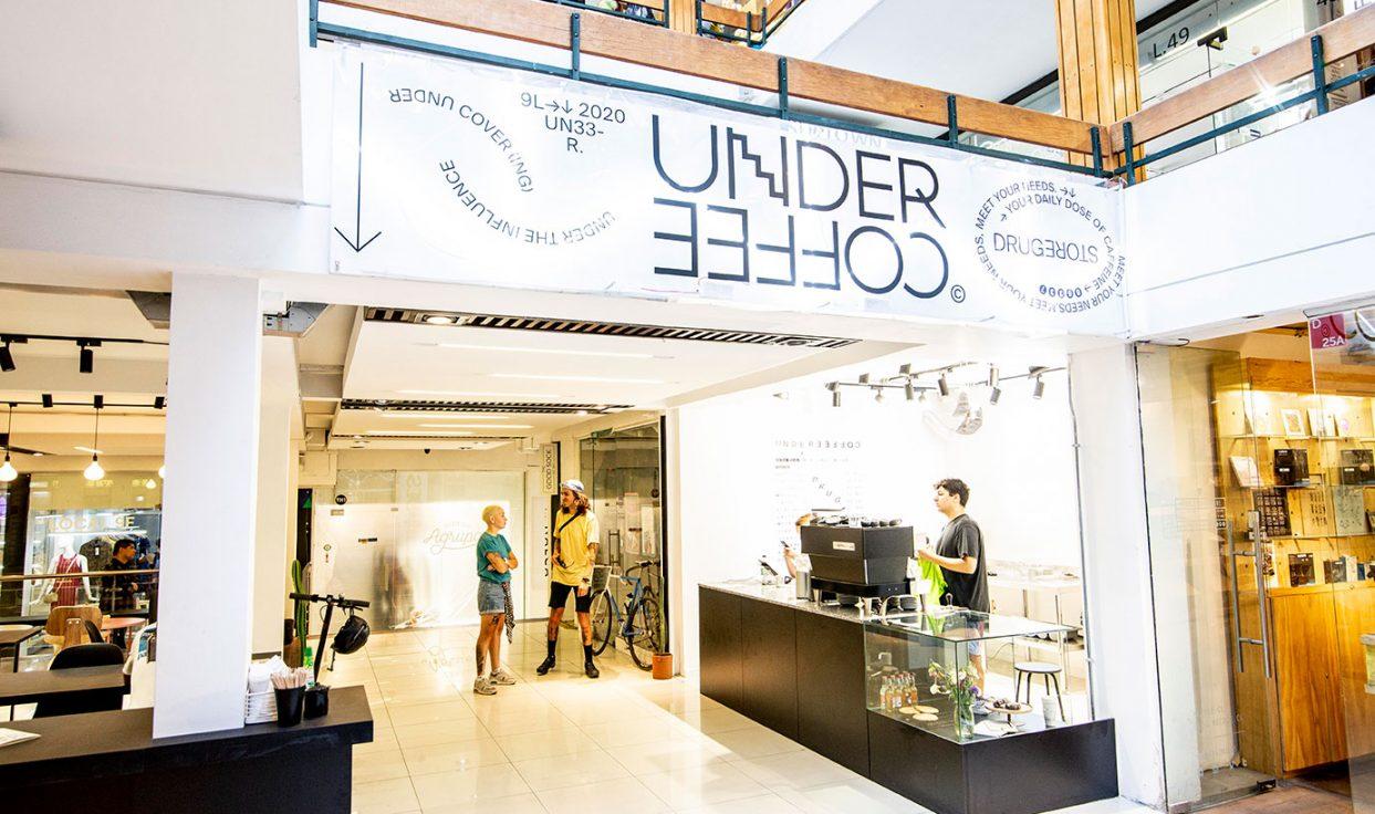 cafetería drugstore under